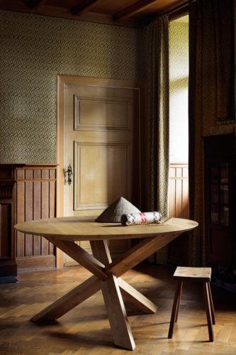 TGE-050165-Oak-Circle-dining-table