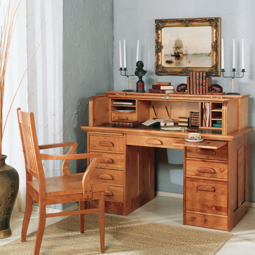 Письменные столы и стулья